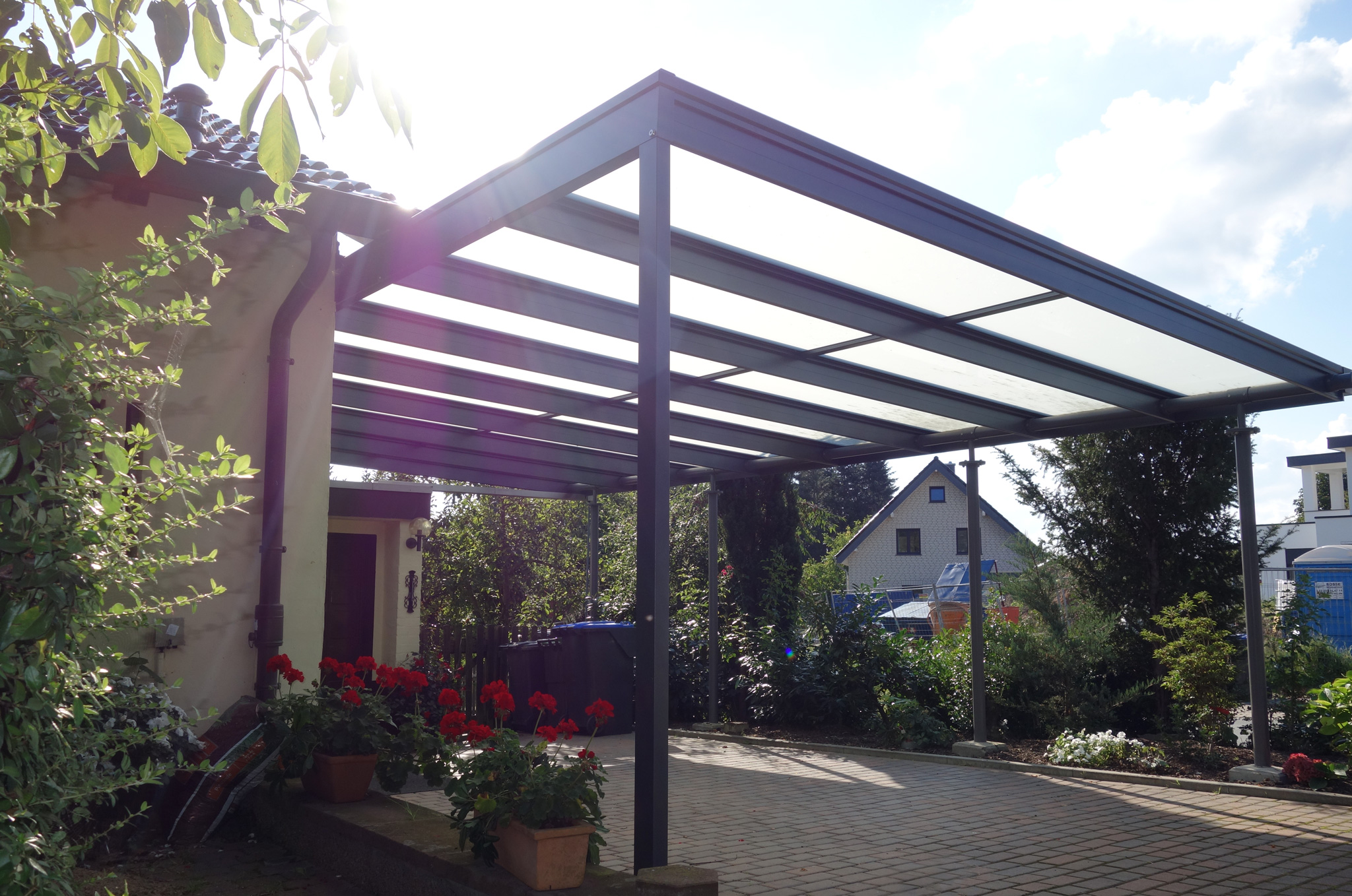 carport aus glas und aluminium glalum. Black Bedroom Furniture Sets. Home Design Ideas